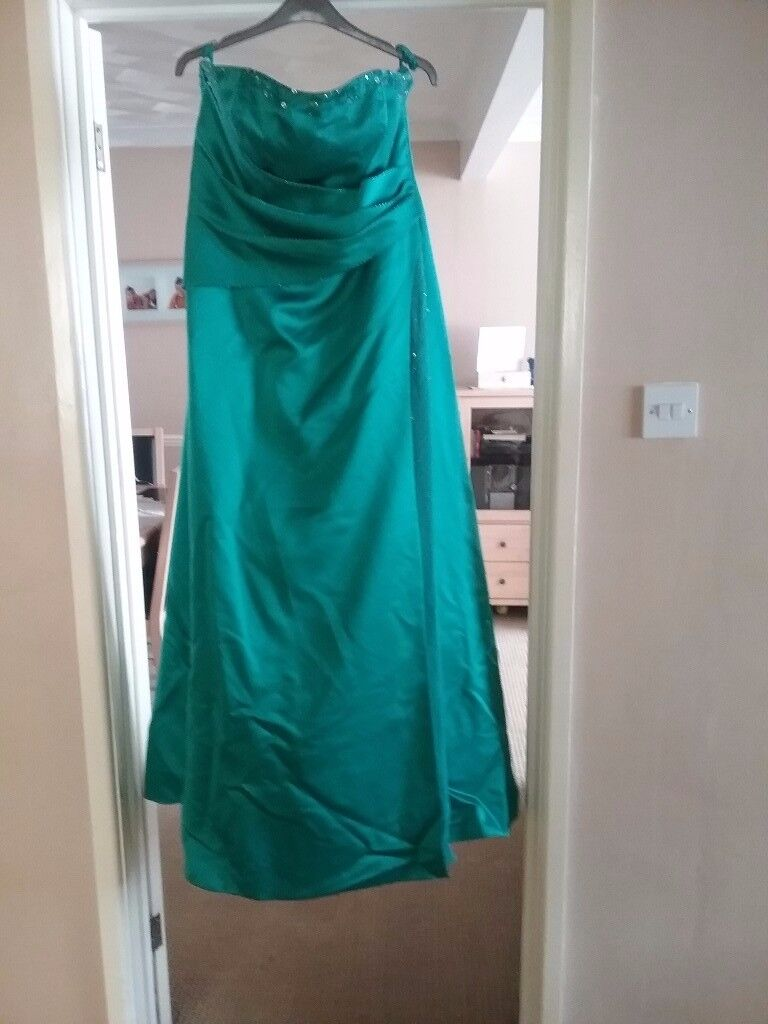 Prom dress/ bridesmaid dressin Wimborne, DorsetGumtree - Emerald green size 18 prom/bridesmaid dress. Very flattering when on. Brought new from bridal shop