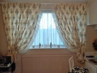 beautiful rose patterned curtains size 160cm wide x 174cm long