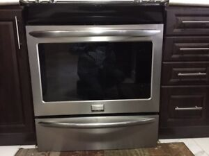 "Frigidaire 30"" Stainless Steel Electric Glasstop Stove"