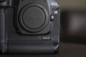 canon 1D mark III dslr body with battery and charger