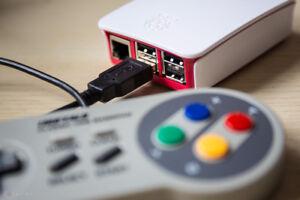 Console Retro beaucoup plus complete que la NES Classique!