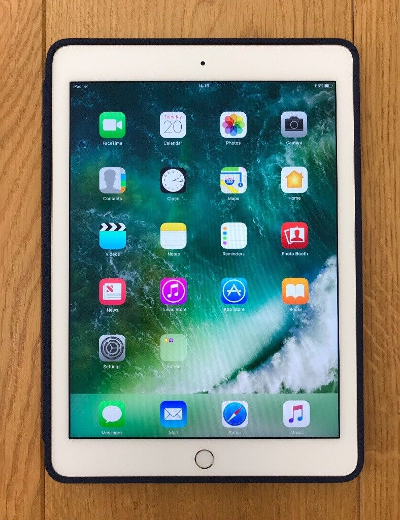 iPad Air 2, Gold, 64GB and iPad Air 2 Smart Casein Charlbury, OxfordshireGumtree - iPad Air 2, Gold aluminium, 64GB Wi Fi and Bluetooth, 9.7 inch Retina display, Lightning connector to usb cable, FaceTime HD and iSight cameras, Touch ID. In immaculate condition. Also iPad Air 2 Smart Case in Midnight Blue, full coverage, keyboard...