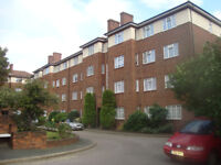 4 FOUR BEDROOM FLAT AT DANESCROFT, HENDON NW4