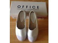 Office espadrilles with sparkly toes, size 6