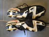 UK Size 7.5 Umbro football boots with blades