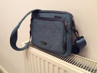 """Evecase 10"""" tablet carry bag - like new"""