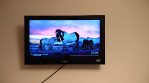 "Sony Bravia 32"" (kdl32bx300) with mount"