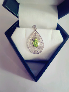 White gold pear solitary pendant