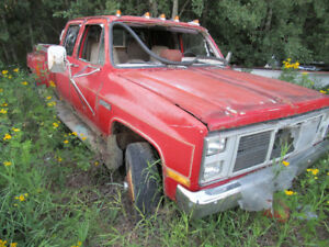 Lots of project or parts General Motors trucks and cars