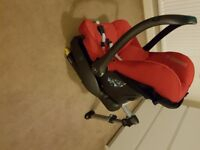 Maxi Cosi car seat with isofix base for new born