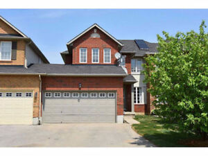 ANCASTER MEADOWLANDS - LARGE TOWNHOME + FINISHED BASEMENT