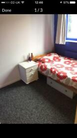 Single room to rent in Bracknell FOR NON SMOKER