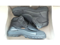 HECKEL SECURITE SAFETY BOOTS WITH MAC SOLES - SIZE 12 *NEW*