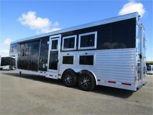 Luxury 3 Horse Trailer with Livingquarters