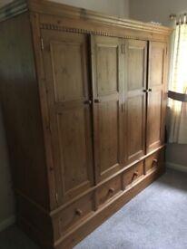 Waxed pine quadruple wardrobe