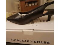 Kitten heel shoes brand new size 9 eee 10£ plus 3£ if u want them posted pick up southall