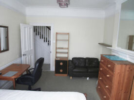 LARGE DOUBLE ROOM AVAILABLE NOW