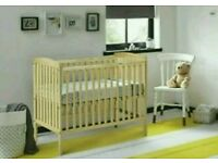 Kinder valley kie cot. With free mattress. 2 coulors available. Brand new in box.