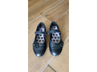Clarks girl's school shoes size 11 1/2 F