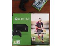 Xbox One, 2 controllers, 5 games and headset