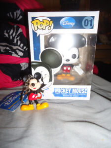 MICKEY MOUSE FUNKO POP AND KEYCHAIN