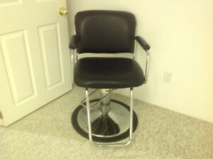 Saloon chair and portable hair dryer
