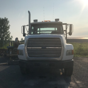 White Ford 1995 L9000 Roll Off