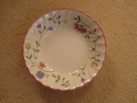 SWEET DISH BY JOHNSON & BROTHERS IN THE SUMMER CHINTZ RANGE