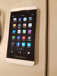 TELUS/KOODO BRANDED BLACKBERRY Z10-WHITE IN COLOUR-MINT