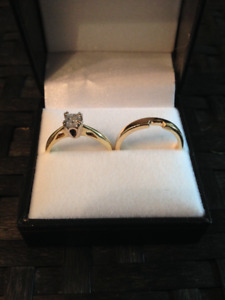 18K Gold Engagement ring and wedding band