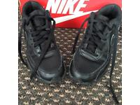 ***FOR SALE ALL BLACK NIKE AIR MAX JNR SIZE 3***