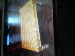 pine coffee table an matching end tables