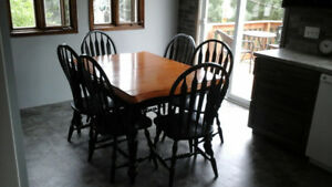 kitchen table with 6 chairs and also extension leaf