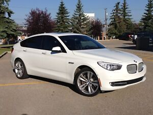 2010 BMW 5-Series GT (MINT and very LOW KM)