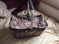 Collapsible picnic style basket