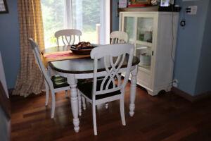 Mobilier de salle à manger et vaisselier