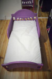 Kid's bed and mattress