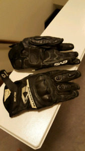 EVS gloves armoured size small never worn