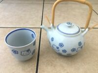 Hello Kitty: Japanese tea pot and cup set