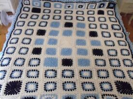 Bed/sofa/chair cover in Crochet squares
