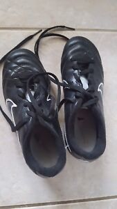 Boys soccer cleats size 1Y