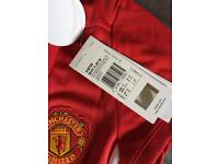 Girls Manchester United top