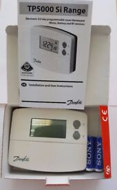 Danfoss TP5000SI 087N791000 PROGRAMMABLE THERMOSTAT
