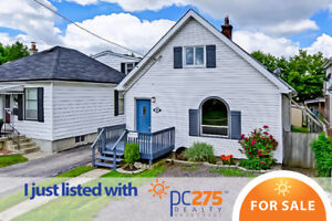 This 1 ½ story home is perfect for 1st time home buyers!