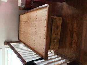 Wood pedestal bed