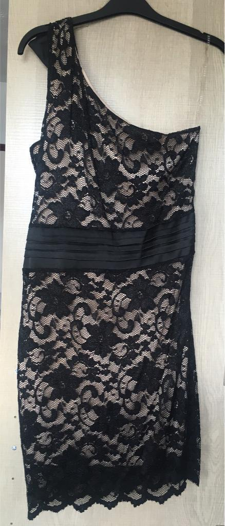 Lipsy dress size 14in Southampton, HampshireGumtree - Lipsy dress size 14Black lace one shoulder with a bow one sideLovely dress
