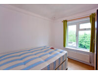 COMFY DOUBLE ROOM IN A LUXURY HOUSE !!!!!!!!!!IDEAL FOR CITY PROFESSIONALS SHARERS