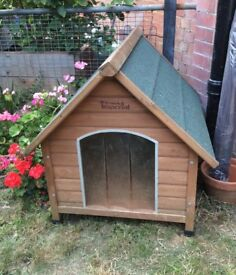 Dog Kennel - medium £20, or £15 if you pick it up today (6 Aug)