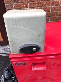 Electric gate control (sliding gate)