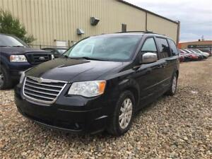 REDUCED ---- 2008 CHRYSLER TOWN ND COUNTRY TOURING